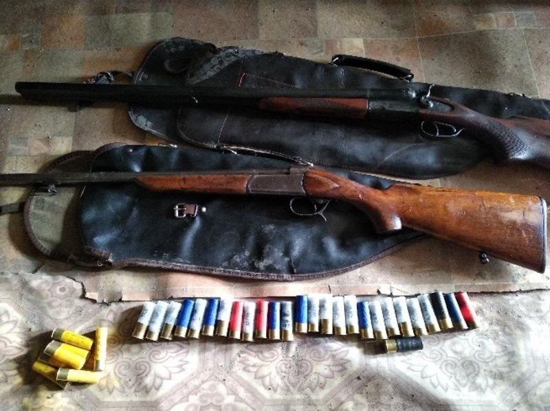 Поліцейські виявили дві рушниці та 30 патронів