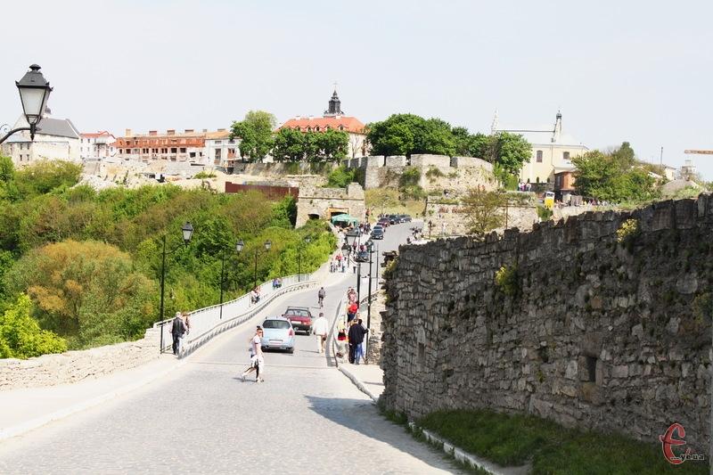 Торік Замковий міст у Кам'янці-Подільському заробив на платному проїзді понад 2,6 мільйона гривень