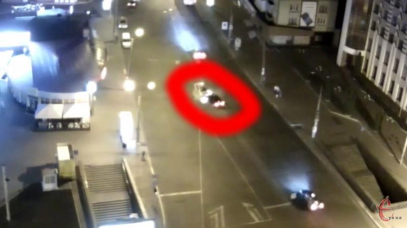 Камера відеоспостереження зафіксувала момент лобового зіткнення машин у центрі Хмельницького