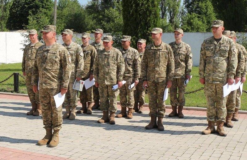 Канадські інструктори вручили міжнародні сертифікати черговій групі українських саперів