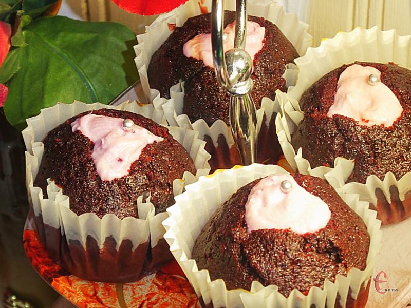 Капкейк – це найніжніше та найпухкіше тісто в категорії десертів. А найкращий у світі капкейк – це «Червоний оксамит»!