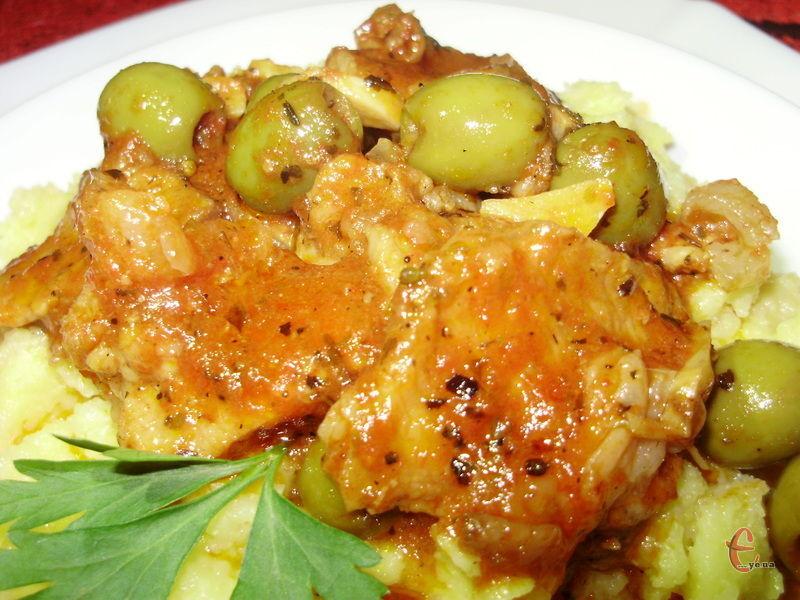 Карне алла піцайола чудово доповнює не лише пасту, але й улюблене українцями картопляне пюре чи полену.