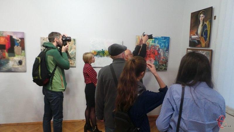 На відкриття виставки прийшло чимало людей