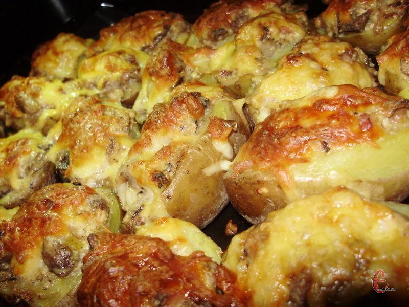 Такі картопляні «човники» готують із різноманітними начинками