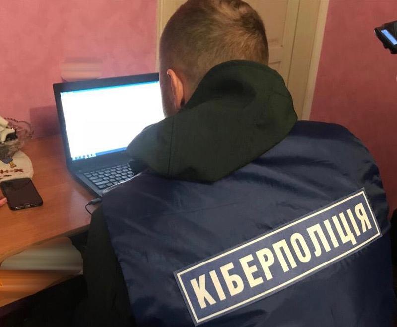 Кіберполіція викрила молодика у продажі викраденої інформації