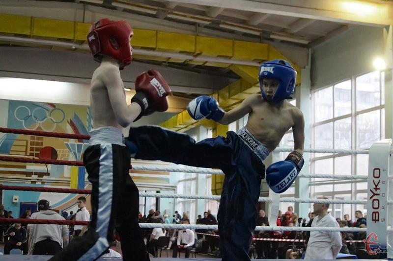 У Хмельницькому два дні триває чемпіонат України з кікбоксингу