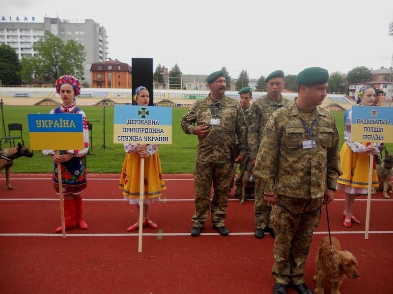Кінологічні команди із дев'яти країн світу приїхали до Хмельницького