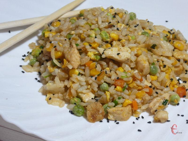 Досить поширена страва східноазійської кухні, яку можна приготувати навіть із залишків вчорашньої вечері.