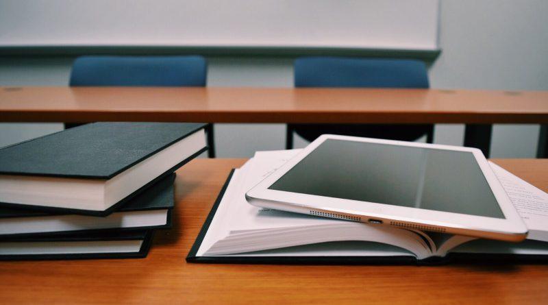 Поки немає підручників, школярам радять користуватися електронними