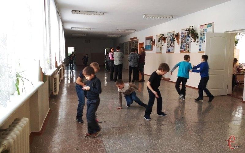 Зовсім скоро у всіх школах України почнуться канікули, під час яких учні зможуть відпочивати цілий тиждень