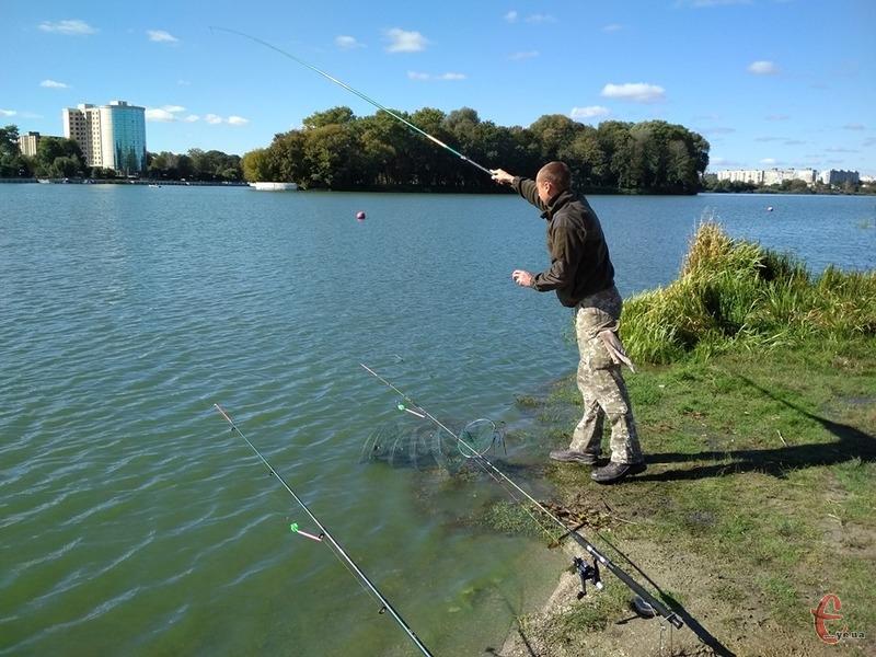 Любителі риболовлі повинні дотримуватися низки правил