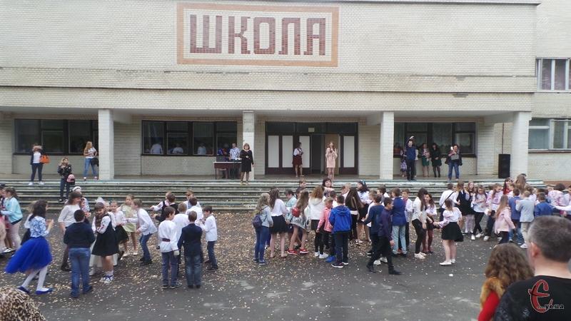 Цього року у Хмельницькому налічується понад 4 тисячі випускників. Фото: з архіву
