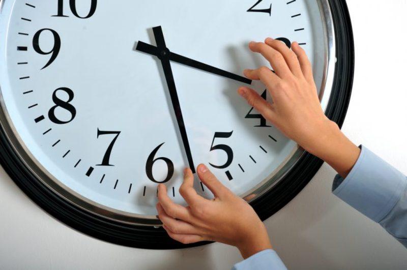Як стверджують медики, сезонні коливання часу можуть погано впливати на здоров'я