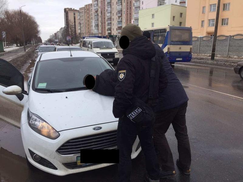 Суд призначив покарання поліцейському, якого затримали «на хабарі» у 3500 гривень