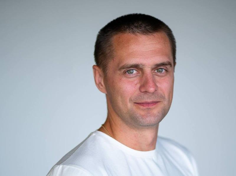 Сергій Матвійчук народився й живе у Хмельницькому, але участь у виборах бере у Херсонській області
