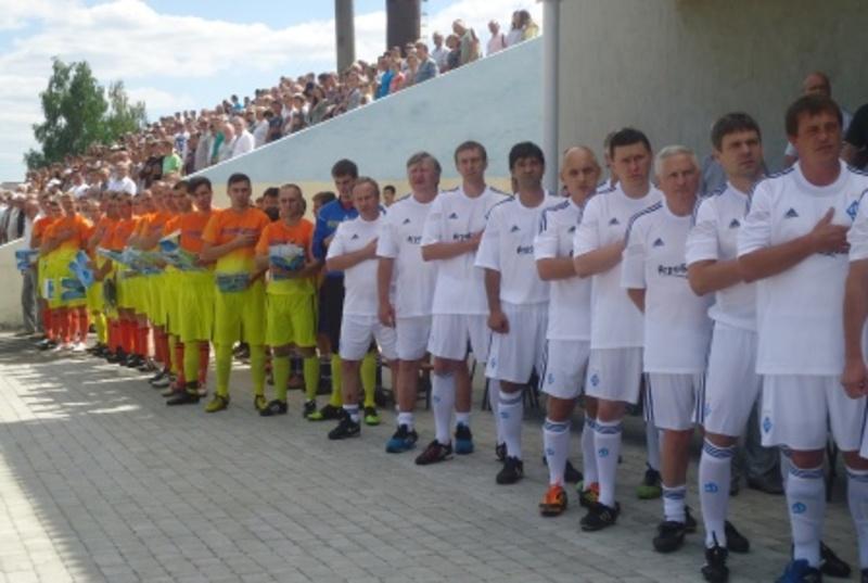 Подивитися на гру легенд київського Динамо в Новій Ушиці зібрався повний стадіон