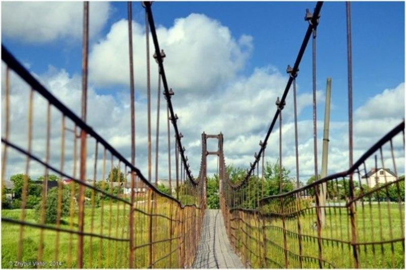 Цей міст побудований неформально, як копія «Золотих воріт» у Сан-Франциско