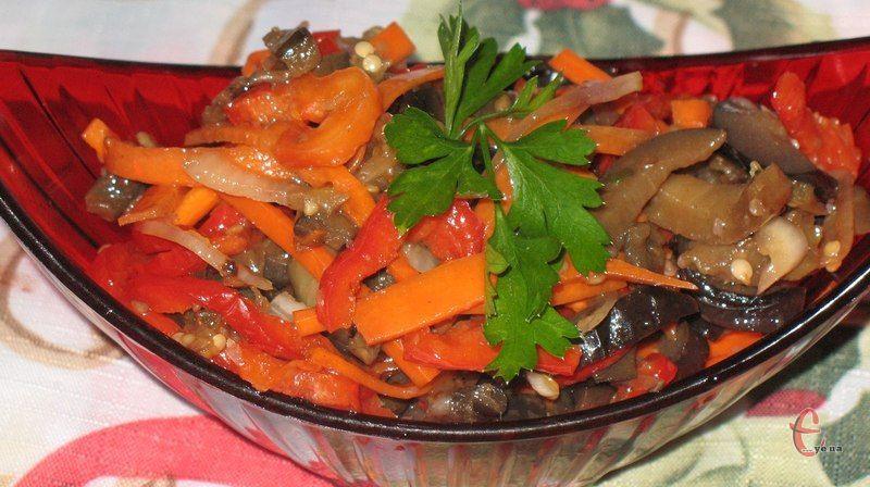 Неймовірно смачна страва, яка може бути як салатом, так і закускою.