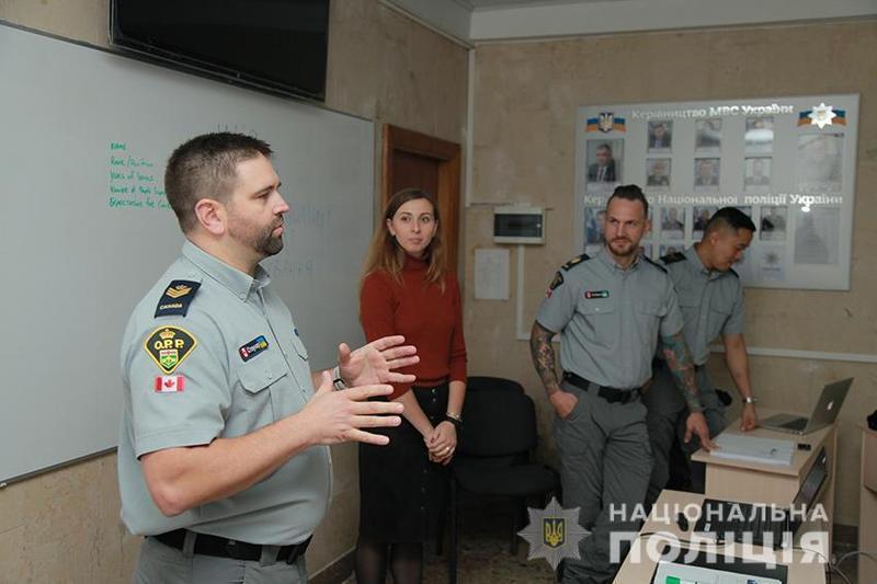 Навчання проходить у два етапи по 16 правоохоронців