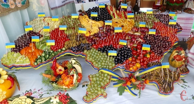У День Прапора у Хмельницькому демонстрували українські традиції та національну культуру