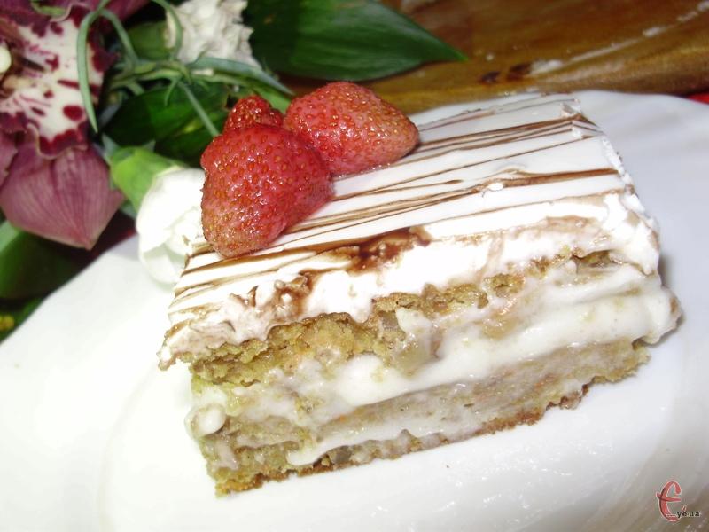 Неймовірно смачна, швидка й проста випічка! І, чесне слово, така коврижка дуже насичена, багата різними смаковими й ароматними поєднаннями.
