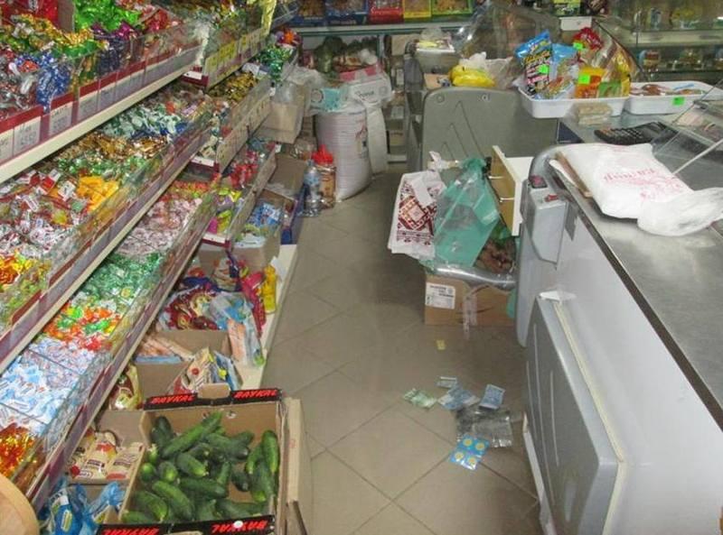 Чоловіка затримали на гарячому при спробі обікрасти магазин у Дунаївцях