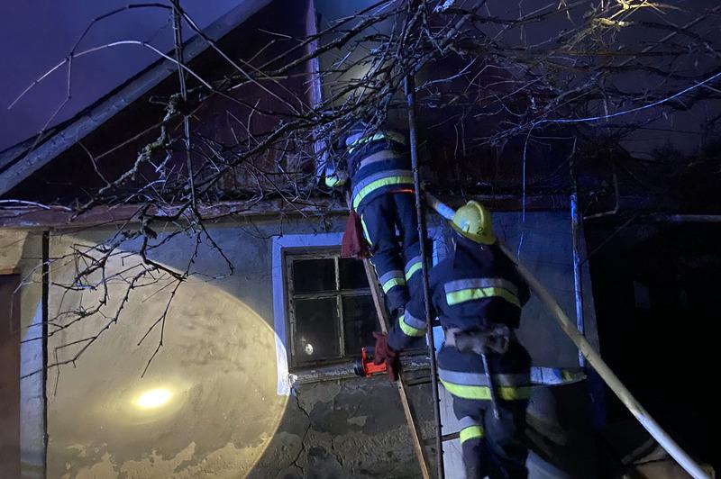 Ймовірною причиною займання господарчої споруди називають необережне поводження з вогнем невстановленою особою