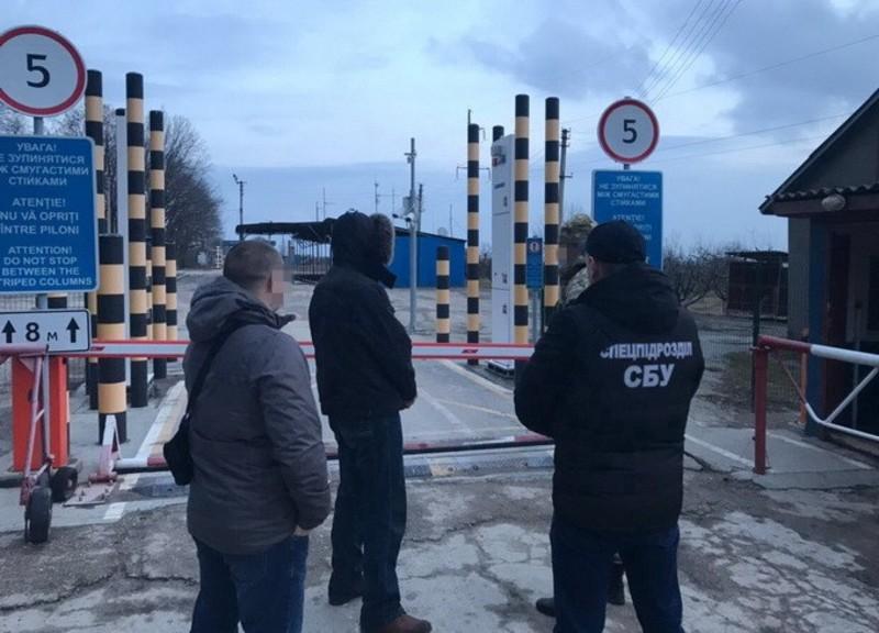 Громадянину Молдови заборонено відвідувати Україну протягом п'яти років.