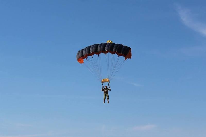 Щоб здійснити безпечний стрибок з парашутом, потрібно   дотримуватись певних правил