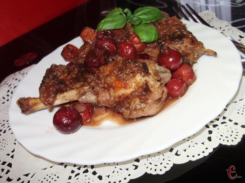 М'ясо виходить неймовірно ніжним, соковитим, смачним та ароматним.