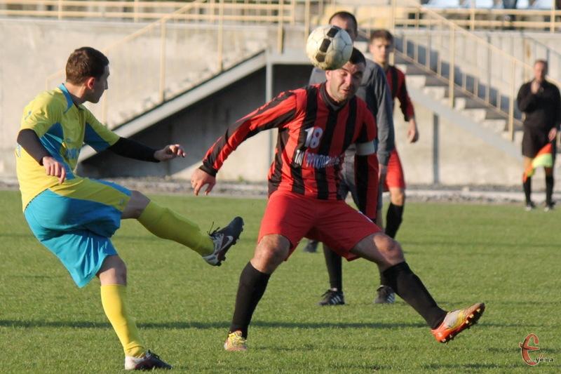 Для Ростислава Ціха (на фото №18) матч із ФК Волока так і не розпочався - він отримав травму на розминці