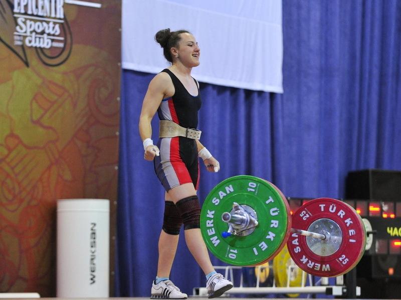 Ангеліна Ломачинська не лише виграла Кубок України, а й покращила три власні рекорди серед молоді