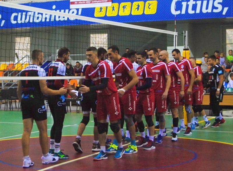 Команда з Городка (у червоній формі) виграла усі свої матчі Кубка України, які проводила в рідних стінах
