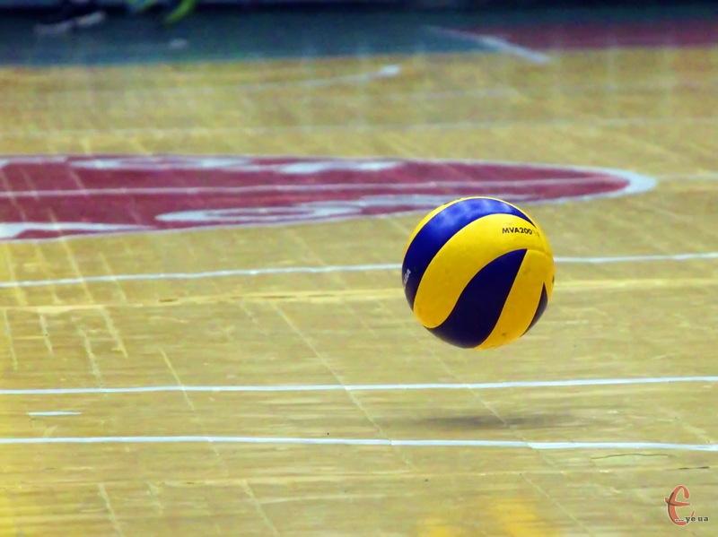 У Кубку України з волейболу 14 команд позмагаються за 8 путівок до наступного етапу змагань