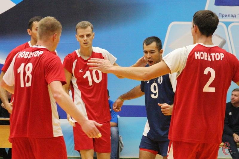 На першому етапі Кубка України хмельницький Новатор виграв усі три свої поєдинки