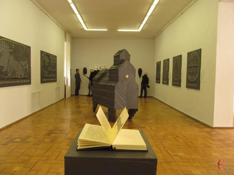У художньому музеї триває виставка львів'янина Андрія Хіра