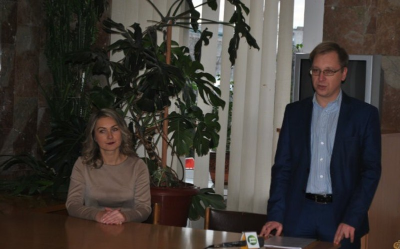 Колективу представили нового керівника Хмельницького обласного художнього музею