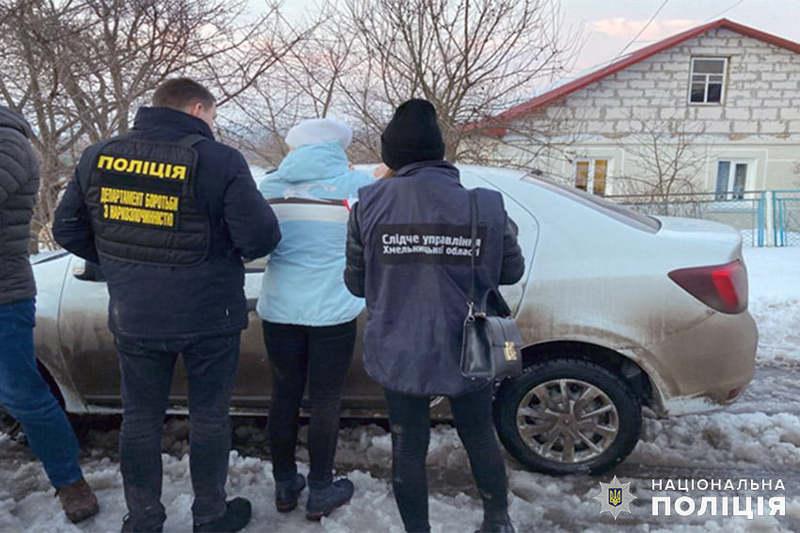 На Хмельничичні поліцейські затримали двох жінок, які займались збутом серед наркозалежних канабісу і синтетичних наркотиків