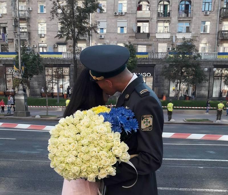 В'ячеслав каже, куди його направлять служити, туди й поїде за ним кохана.