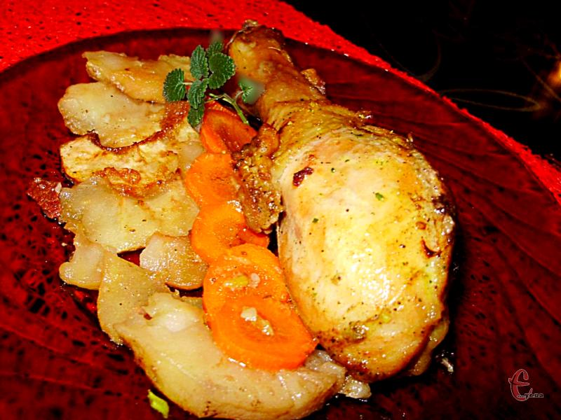 Такий варіант приготування курятини набагато корисніший, ніж обсмажування на сковорідці. А ще він набагато смачніший!