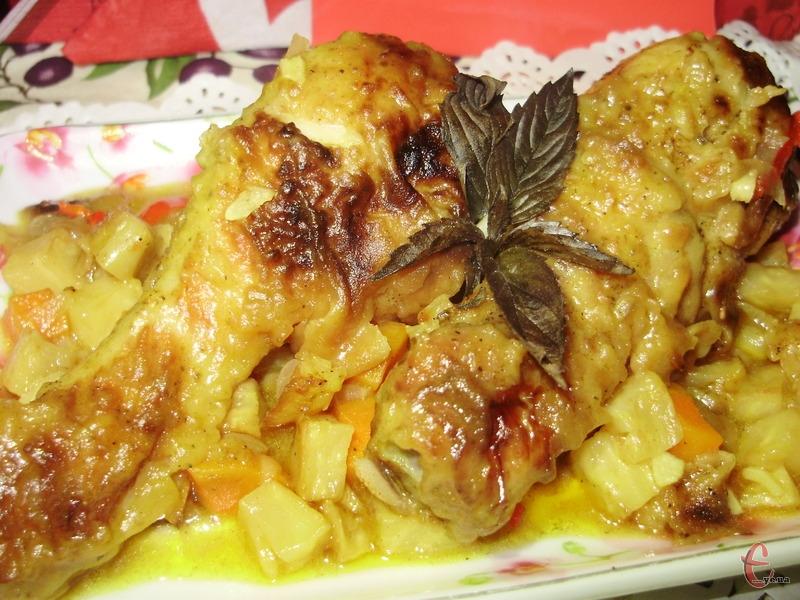 Дуже смачна й ароматна курятина. А соус взагалі розкішний — хлібчиком вимочувати одне задоволення!
