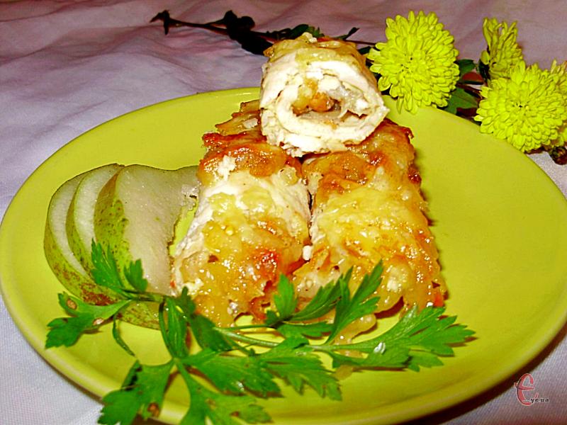 Принадність страви полягає в доступності, простоті приготування й новому смаку, який надає м'ясу курки груша.