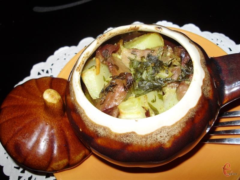 Страва проста, ситна й неймовірно смачна. Можна готувати в невеликих порційних горщиках, а можна «потомити» в одному.