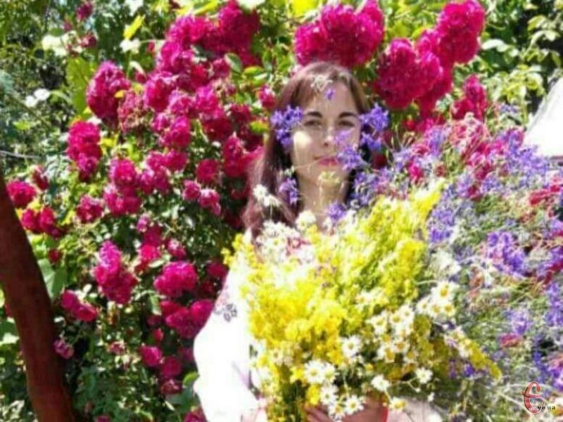 «Ця квітка, фактично остання, яка квітне восени. Тоді, коли хочеться яскравих барв у своє життя», - каже пані Леся.