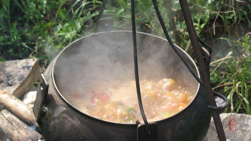 Щоб на «виході» вийшов справжній і правильний лагман, раджу обов'язково готувати його на багатті.