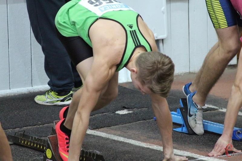 Першими за нагороди змагань стартували юнаки в бігу на 60 метрів