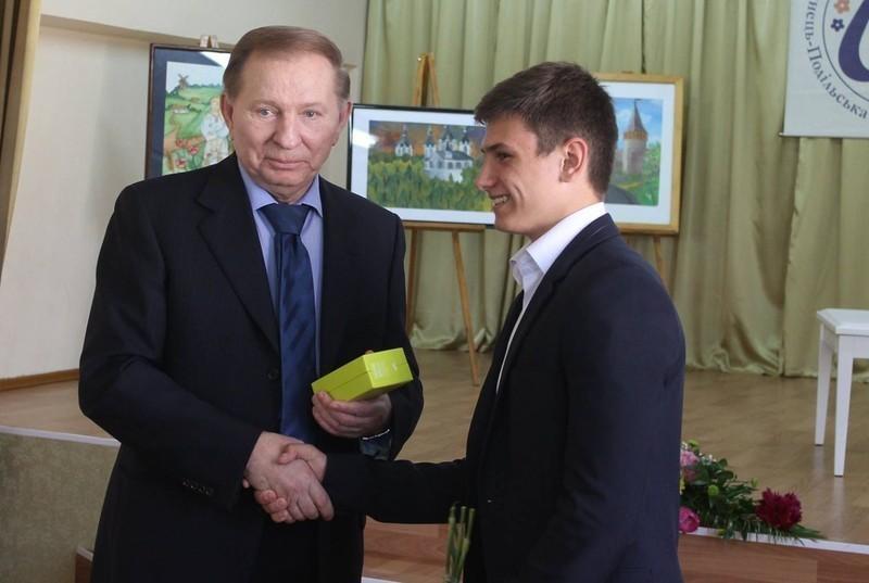 Леонуд Кучма привітав вихованця школи мистецтв з днем народження