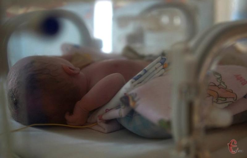 Гроші збирають на перевізний інкубатор для новонароджених дітей