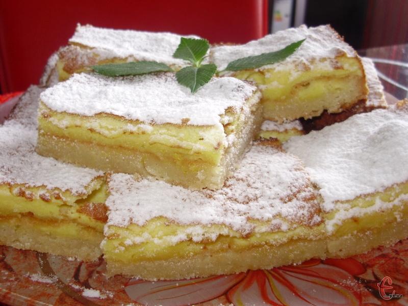Дуже смачний, ароматний десерт. До того ж готується швидко! Складається з двох шарів: нижній — тісто, верхній — щось подібне до мусу.