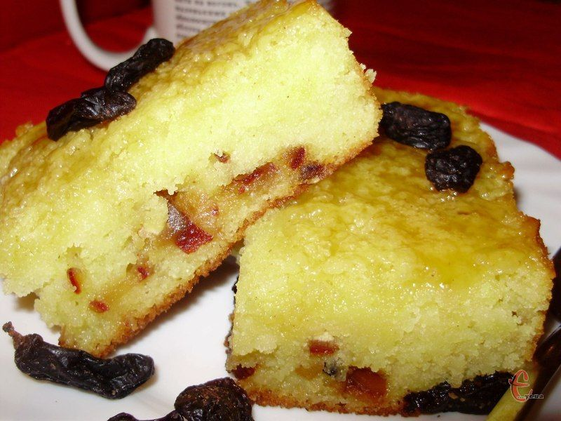 Це смачна, оригінальна і нескладна випічка, яка базується на використанні манної крупи замість борошна.